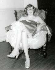 Vinage Ideal Lile Miss Revlon Swivel Wais Doll o Sring Homemade