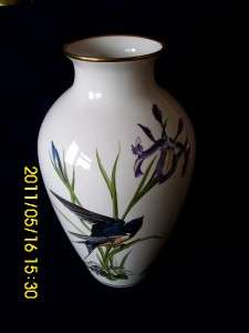 LARGE FRANKLIN MINT   THE MEADOWLAND BIRD VASE 1980