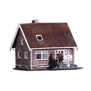 Heljan HO Small Brick House Kit Toys & Games