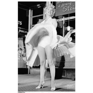 Marilyn Monroe/Skirt Up Poster
