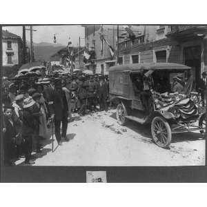 at Luino,Italy,during World War I,automobile,1914 1918,umbrellas,flags